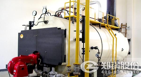 乙醇燃料是醇基燃料的一种,和甲醇燃料等醇基燃料都是是如今各国政府都在大力推广的清洁能源之一。目前,醇基燃料被市场良好接纳,且用户反馈非常好。尝试购买10吨和20吨以乙醇为燃料的客户,其实只是在购买燃油锅炉而已,并没有什么冒险之说。而且郑锅的乙醇锅炉是环保的保证,是大力支撑国家环境治理的高新产品。  郑锅与德国技术合作开发的甲醇、乙醇锅炉技术指标达到世界先进水平,处于国内锅炉行业领先水平。该锅炉配有进口燃烧器,全自动程序控制,自动化程度高,可使锅炉达到最佳的燃烧效果;郑锅的10吨和20吨乙醇锅炉可用于各种场