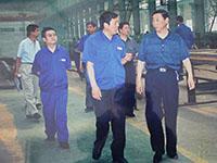 郑州市人大主任郝建生在公司车间视察工作